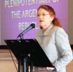 La embajadora se dirige ante la conferencia de trescientos delegados gremiales en Leeds