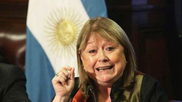Macri dijo que la primera ministra británica aceptó dialogar sobre Malvinas