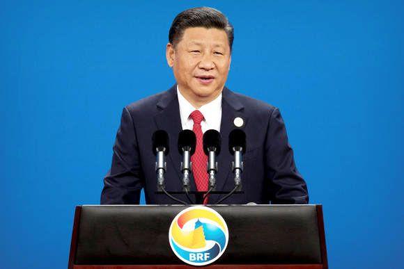 Macri muestra a Xi Jinping un vídeo de un golazo suyo — Vídeo