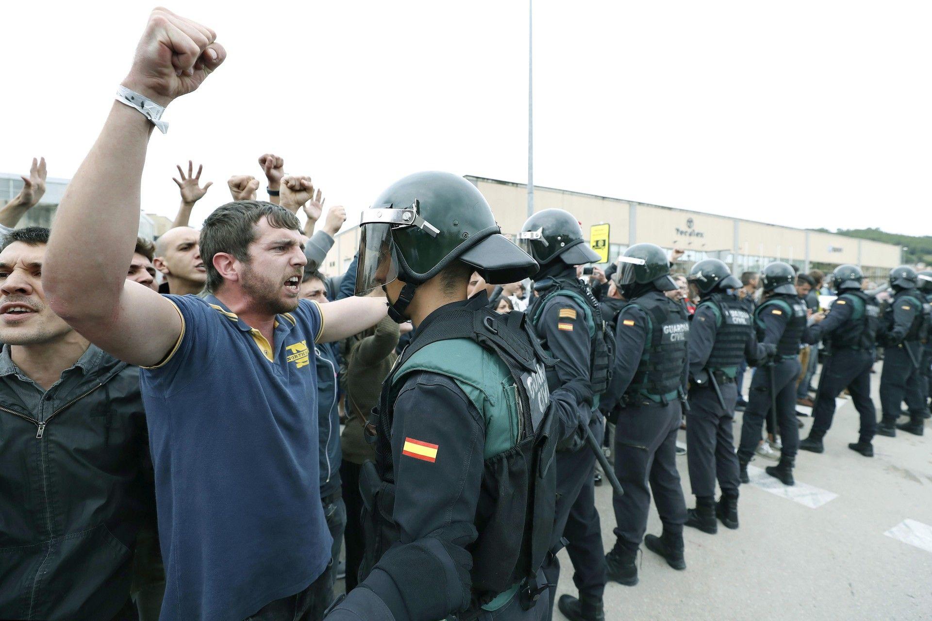guardia-civil-barcelona011017.jpg