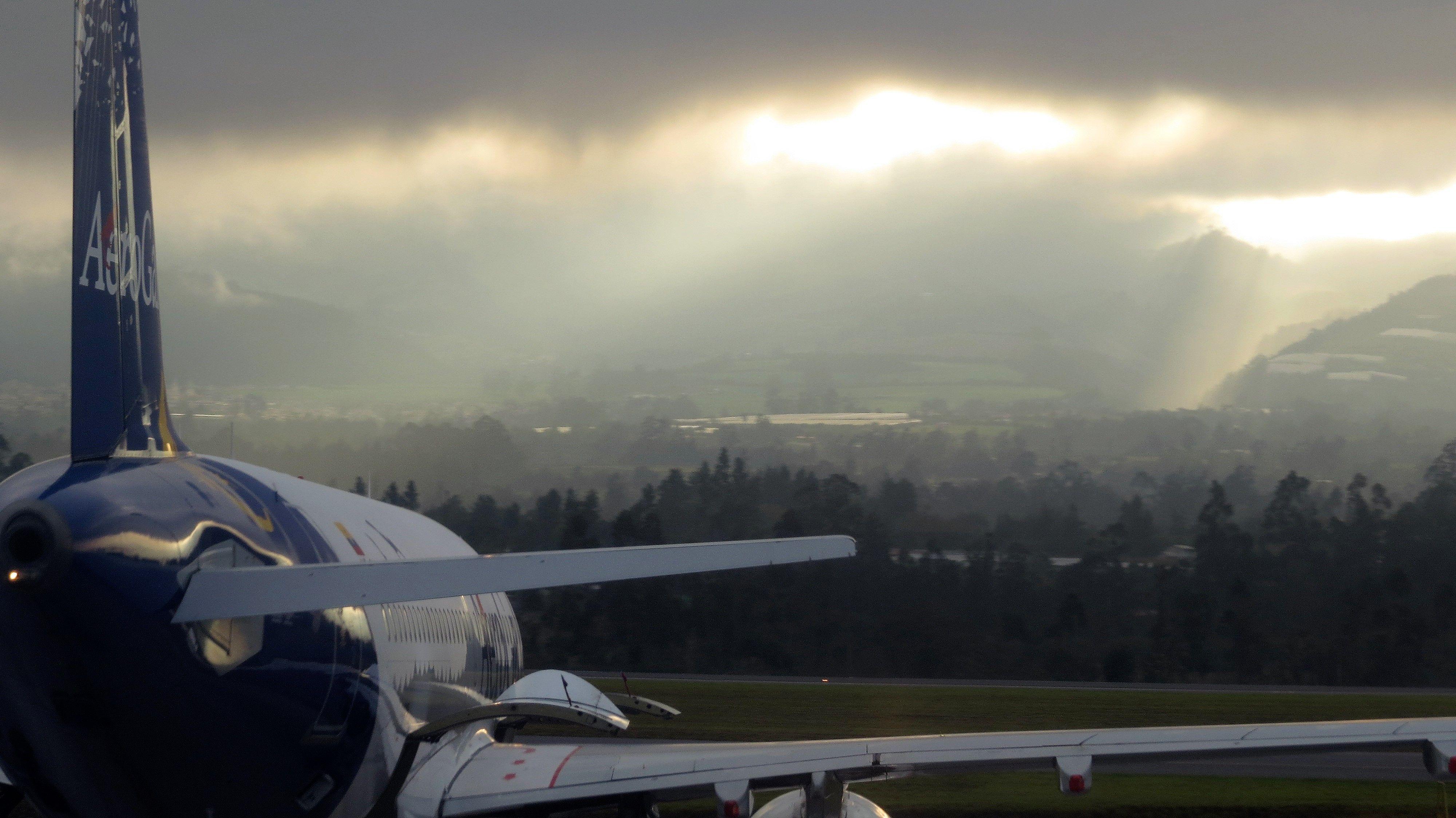 Ecuador adopta política pública de liberalizar transporte aéreo