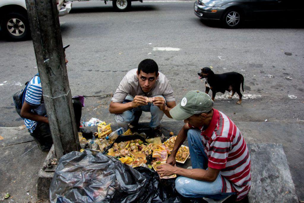 Provea denuncia consumo humano de comida para mascotas en Venezuela