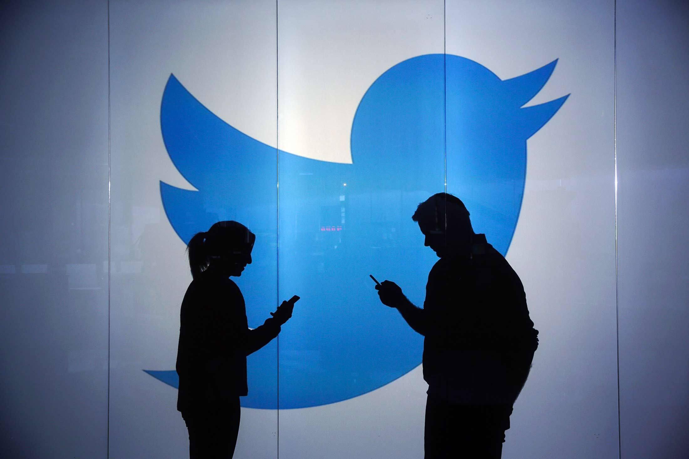 Famosos compran seguidores falsos en redes