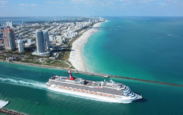 Por Miami pasan cada año más de cinco millones de pasajeros, según la portavoz Andria Muniz-Amador. En el pasado ejercicio hubo nuevo récord, 5,3 millones