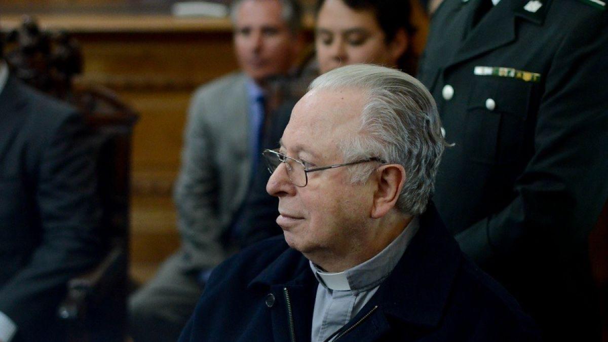 El cura Fernando Karadima fue condenado en 2011 por la justicia canónica a una vida de reclusión y penitencia por los repetidos abusos sexuales