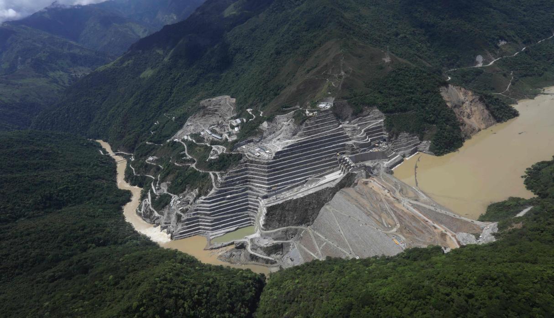 El aumento del caudal del río Cauca, sobre el que se construye la Central de Ituango, se han registrado fallas en el proceso de llenado de la presa