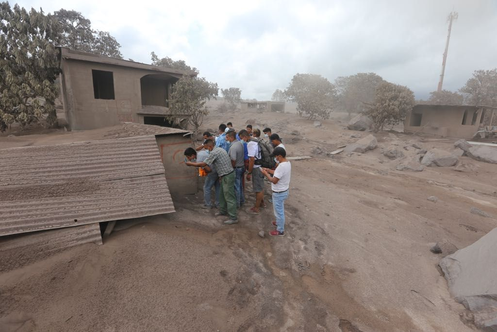 Volcán Fuego Guatemala con siete explosiones por hora y avalanchas moderadas
