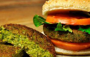 Los sustitutos de la carne basados en vegetales están creciendo rápidamente, con un aumento de las ventas minoristas de 10,3% a US$895 millones en doce meses