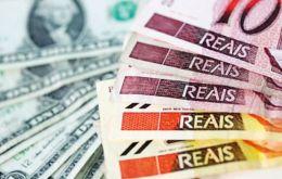 El récord que tocó el dólar de 4,289 reales fue alrededor de dos centavos más alto que el anterior pico alcanzado en 2015