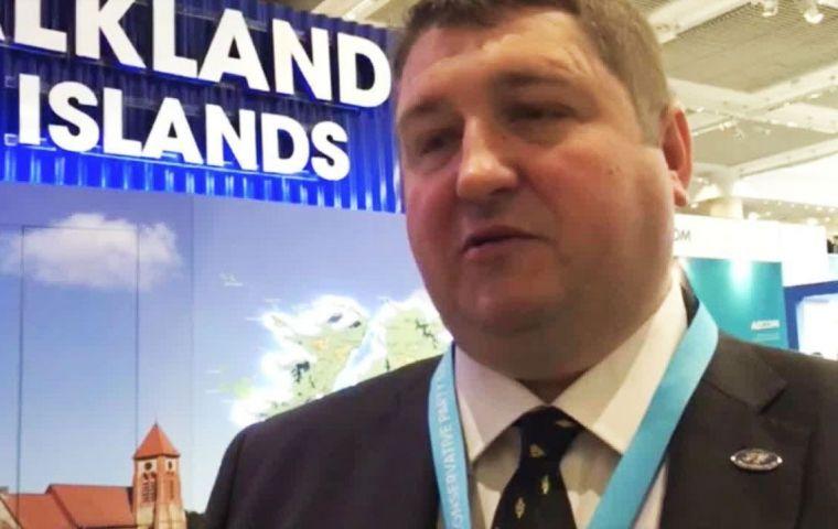 """Básicamente, quiero que se anime a los habitantes de las Islas Falklands a permanecer en las Islas y a los habitantes de las Islas Falklands en el extranjero a regresar"""" dijo Mark Pollard"""